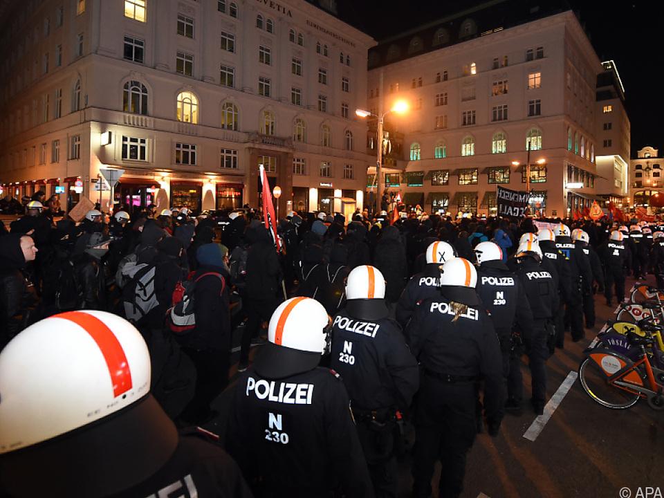 Polizei will 3.000 Beamte beim Akademikerball einsetzen