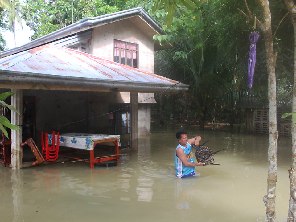 Rund 4.000 Menschen flohen vor Starkwinden und Überflutungen