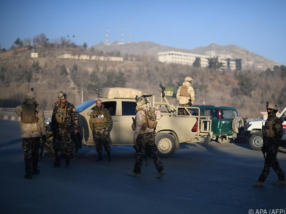 Sicherheitskräfte nahe des Anschlagsorts
