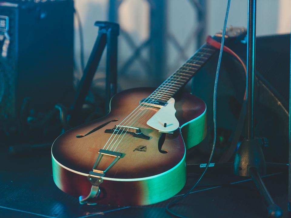 The Informal Thief (T) gitarre musik sym