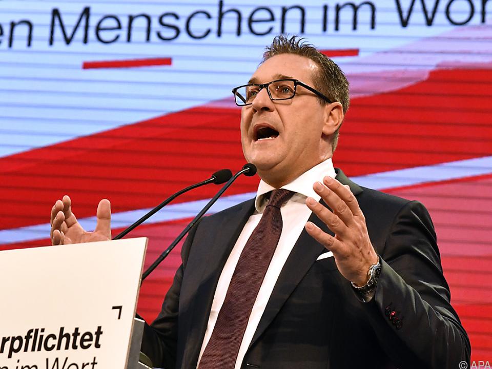 Strache bei seiner Rede in Vösendorf
