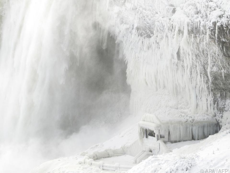 Temperaturen sanken so tief, dass die Niagarafälle teilweise gefroren