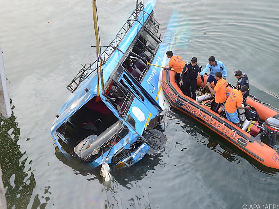 Zwölf Passagiere überlebten den Unfall