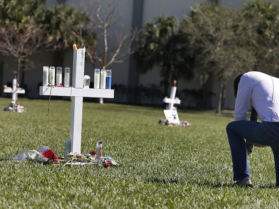 Nach Massaker in Florida: Trump überlegt, Lehrer in US-Schulen zu bewaffnen