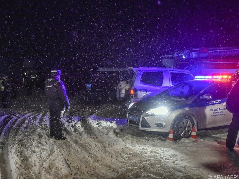 Die Polizei sperrte die Straßen beim Unglücksort ab
