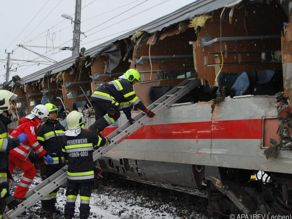 Die Seite des Zuges wurde komplett aufgerissen
