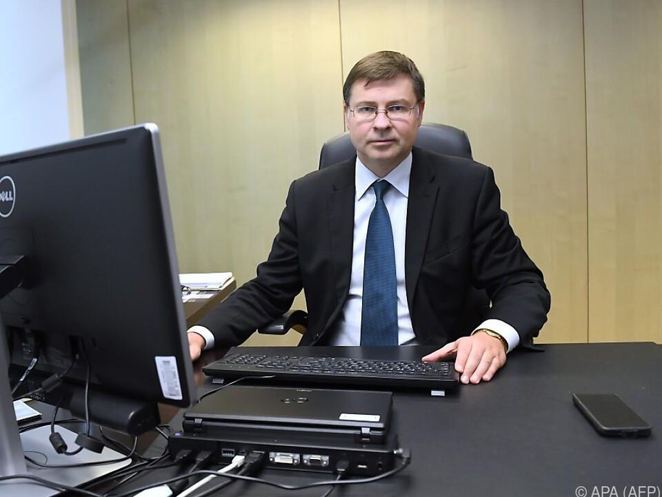Dombrovskis investiert auf dem Foto mutmaßlich nicht in Bitcoin
