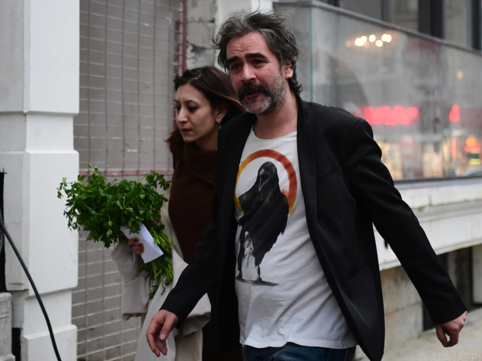 Ein wenig Privatsphäre für Deniz Yücel und seine Frau
