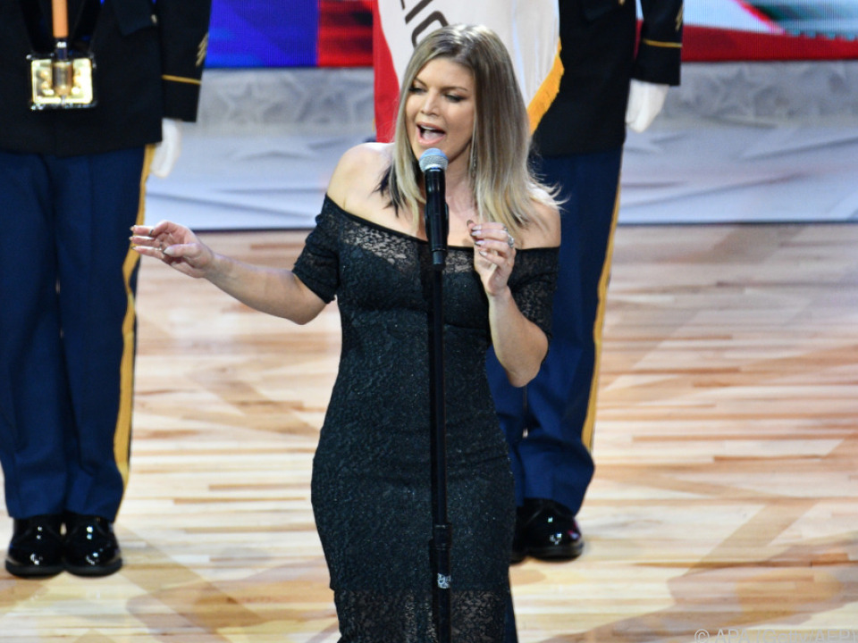 Im Video: Fergie blamiert sich mit sexy Version der US-Hymne