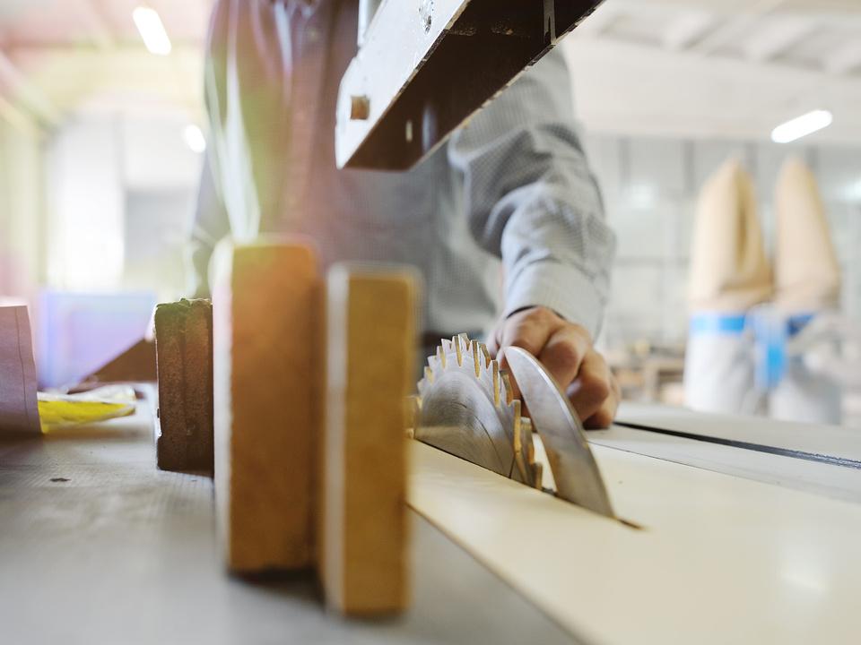 kreissäge säge arbeit arbeitsunfall symbol job handwerk notarzt