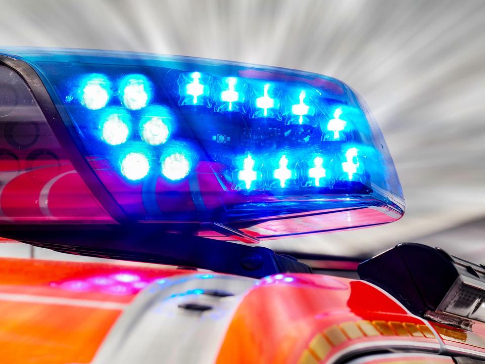 wk rettung weißes Kreuz notarzt blaulicht symbol ambulance ambulanz hilfe
