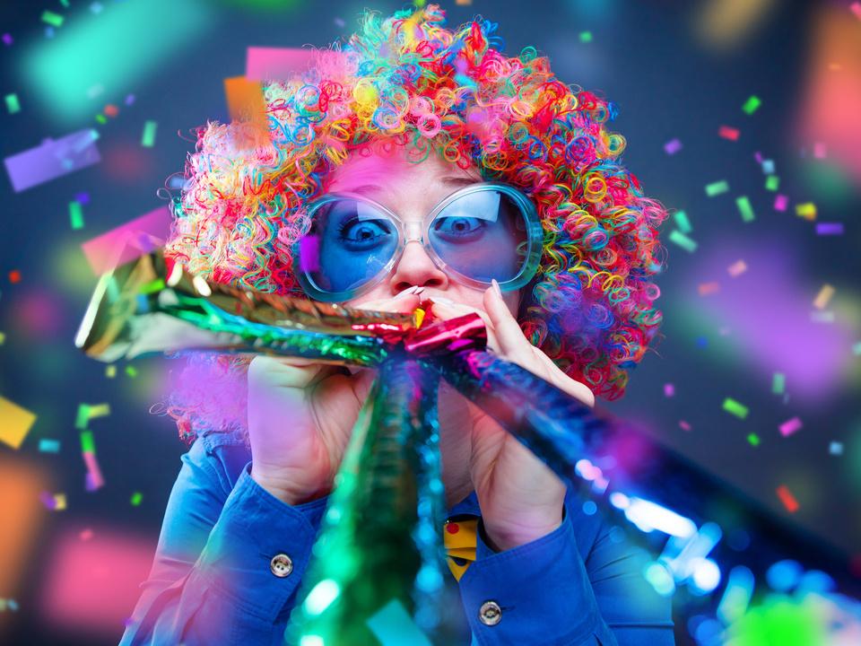 Fasching Frau in Karnevalstimmung
