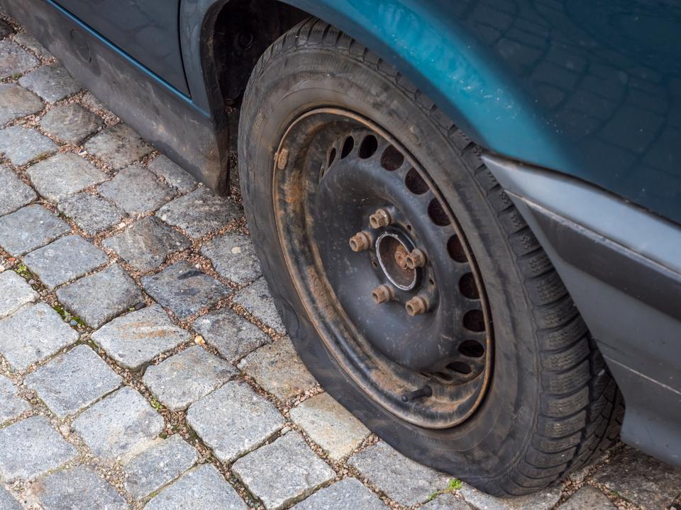 Auto Reifen kaputt