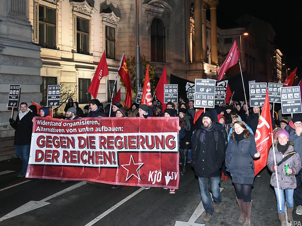 Friedlicher Protest der Kommunistischen Jugend