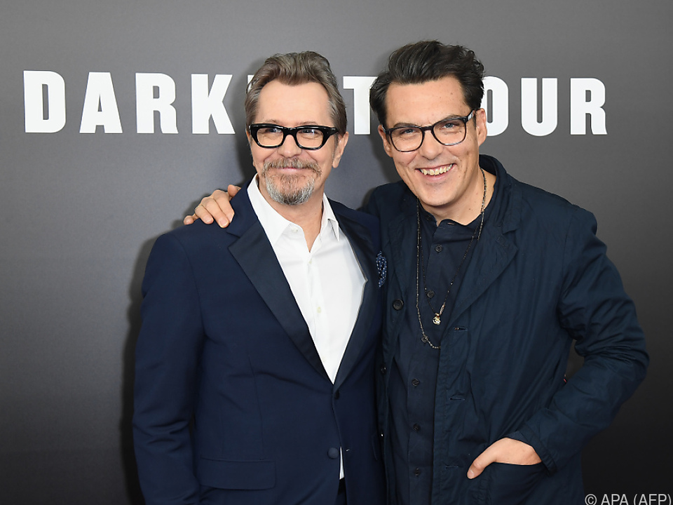 Gary Oldman (l.) kann als Churchill in \