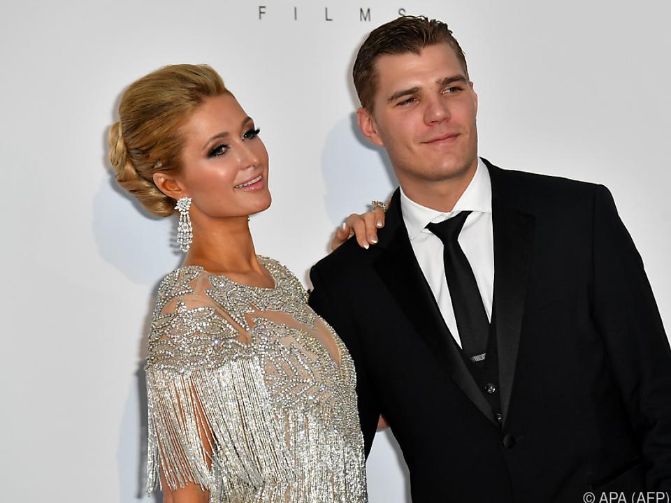Hilton (l.) und Zylka (r.) suchen nach einem Termin für die Hochzeit