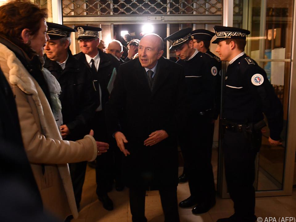 Innenminister Collomb machte sich in Calais ein Bild der Lage