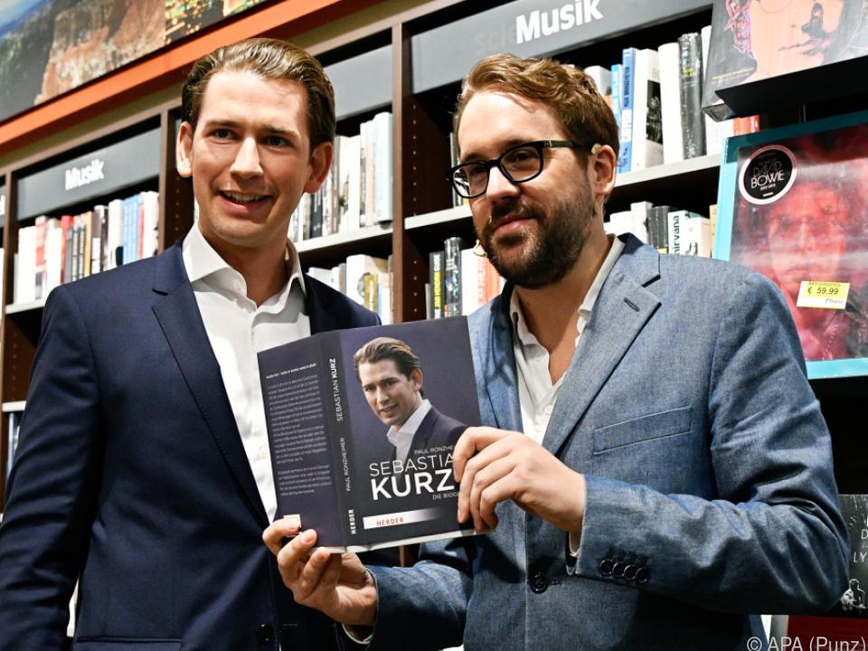 Kanzler Kurz mit Autor Paul Ronzheimer