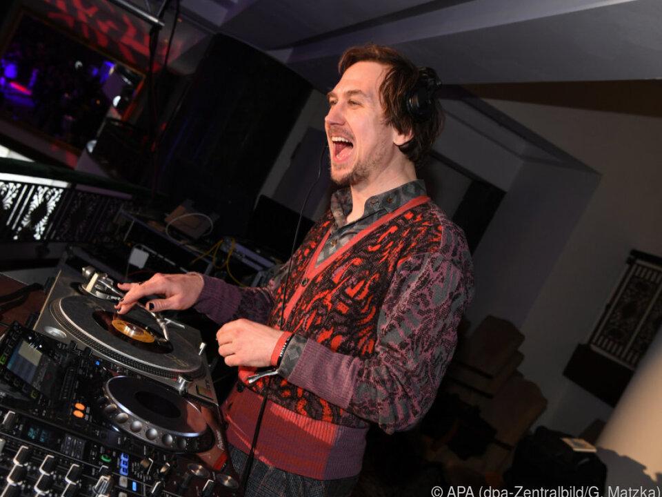 Lars Eidinger arbeitet auch immer wieder als DJ