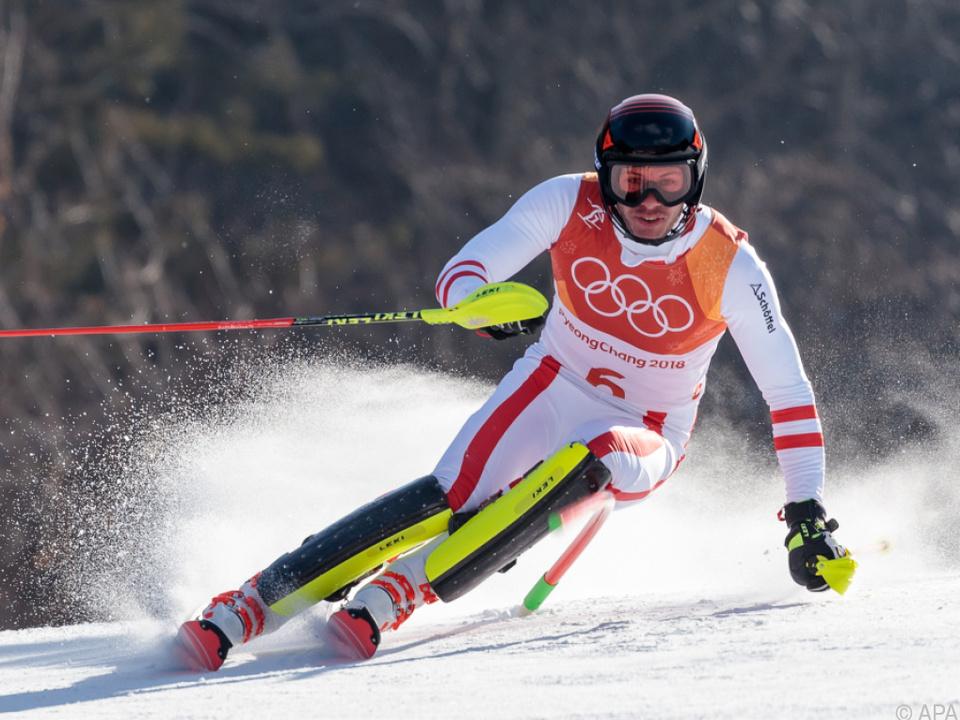 Schwede Myhrer Slalom-Olympiasieger vor den Augen des Königs