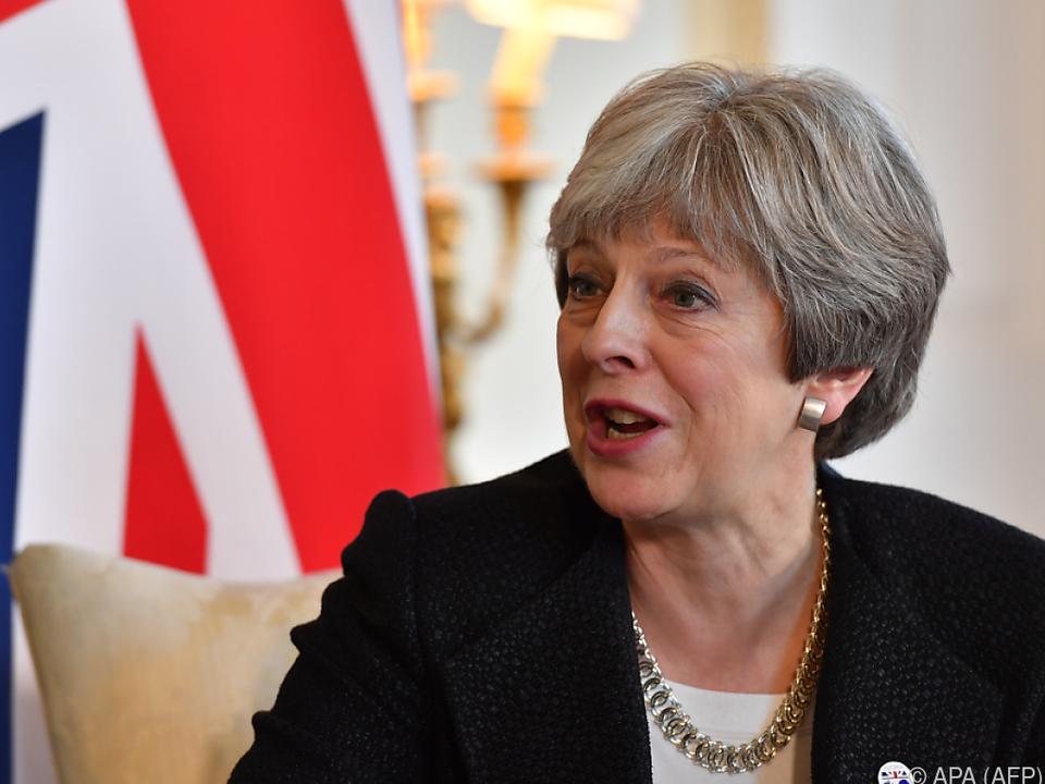 May geht auf Konfrontationskurs mit Brüssel
