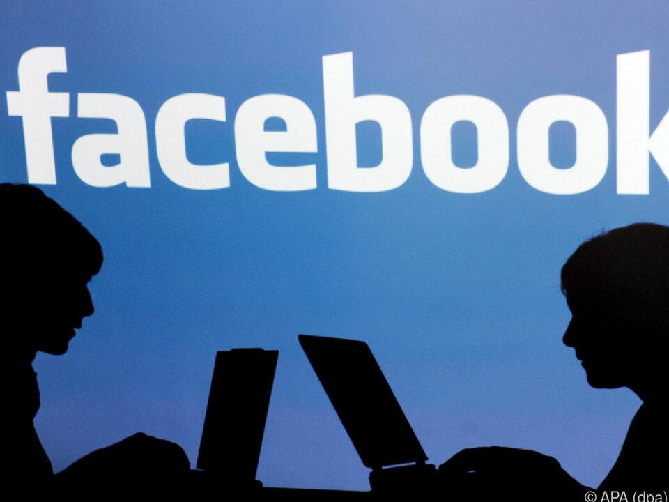 Menschen bleiben kürzer auf Facebook