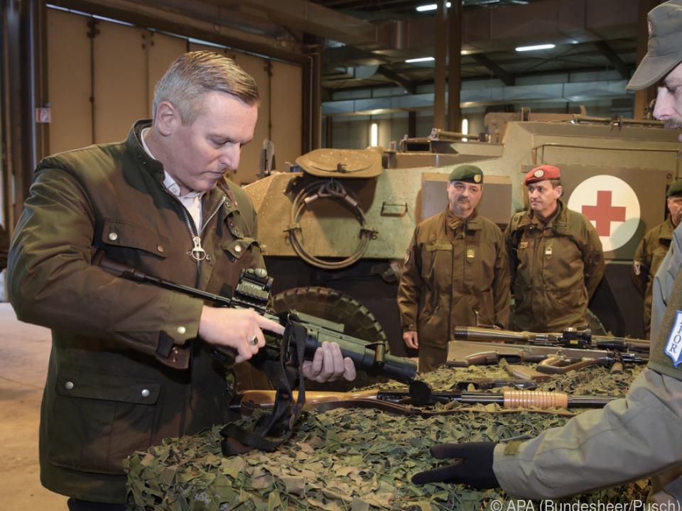 Minister Kunasek war selbst als Soldat in Bosnien im Einsatz