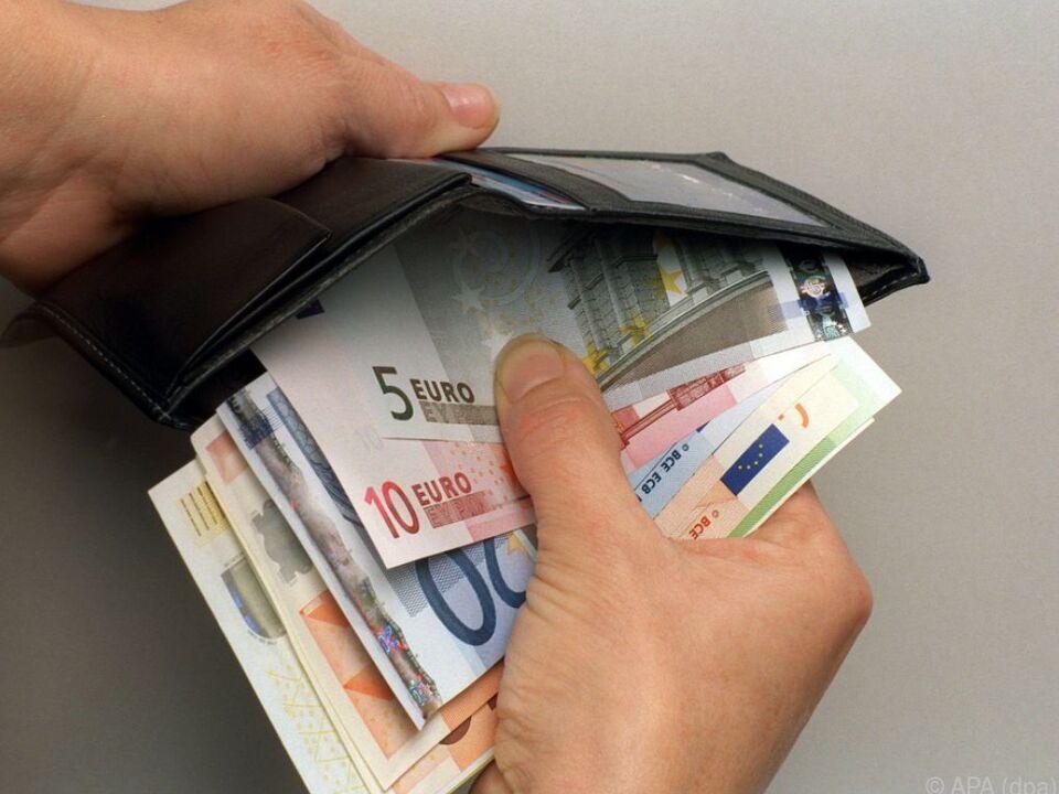 Pflegefälle immer wieder Opfer von Dieben gewalt geld geldtasche inflation