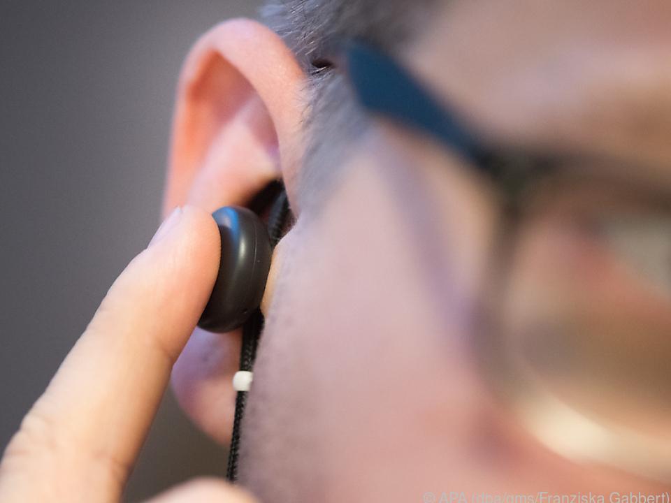 Pixel Buds sind Headset, Kopfhörer und Abkürzung zum Googles Assitant