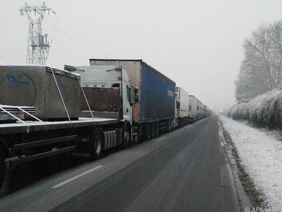 Schnee sorgt für Verkehrschaos in Nordfrankreich