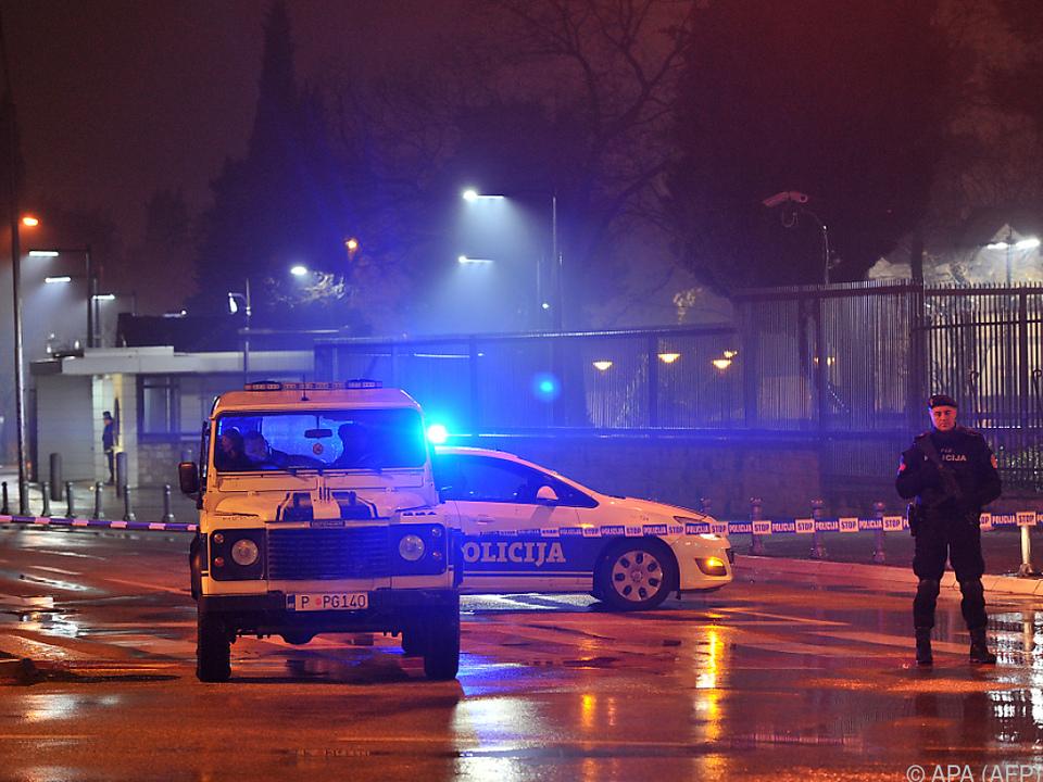 Starkes Polizeiaufgebot vor der Botschaft in Podgorica