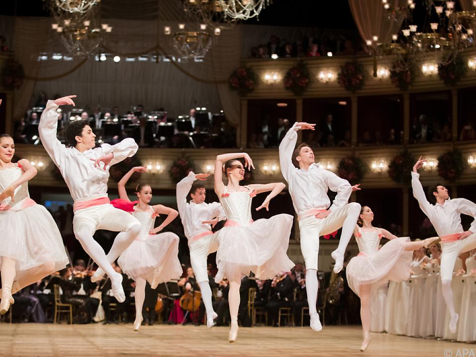Tänzer des Wiener Staatsopernballetts begeisterten bei der Eröffnung
