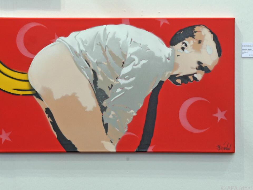 Thomas Baumgärtel stellt Erdogan mit Banane im Gesäß dar
