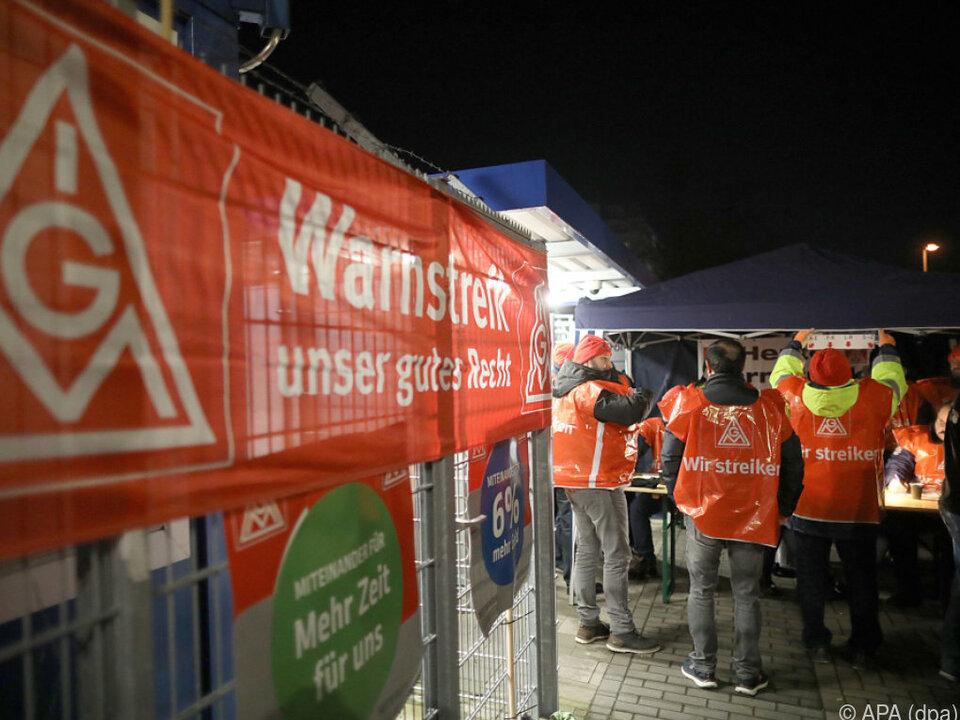 Warnstreik der IG Metall in den Kölner Ford-Werken