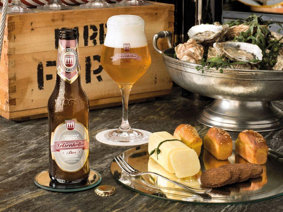 1_das-neue-forst-felsenkeller-bier-in-der-flasche-mit-dem-passenden-glas