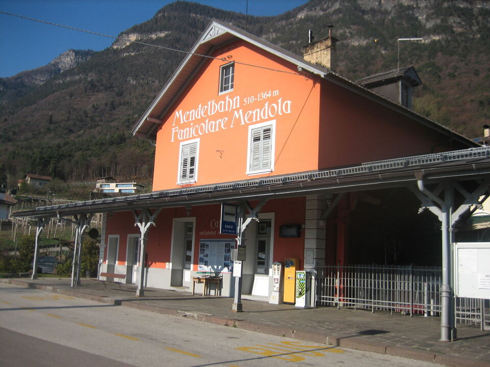 Die Talstation der Mendelbahn stammt aus dem Jahre 1903 und ist sanierungsbedürftig