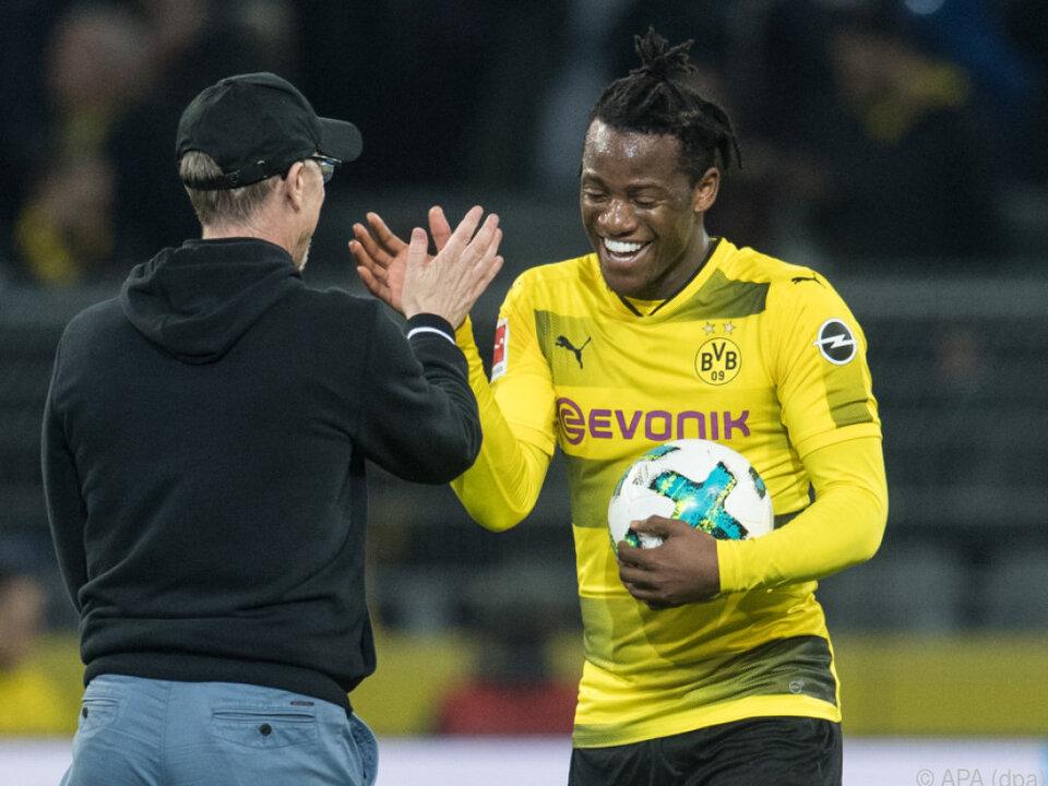 Abklatschen mit Peter Stöger: Michy Batshuayi schoss BVB zum Sieg