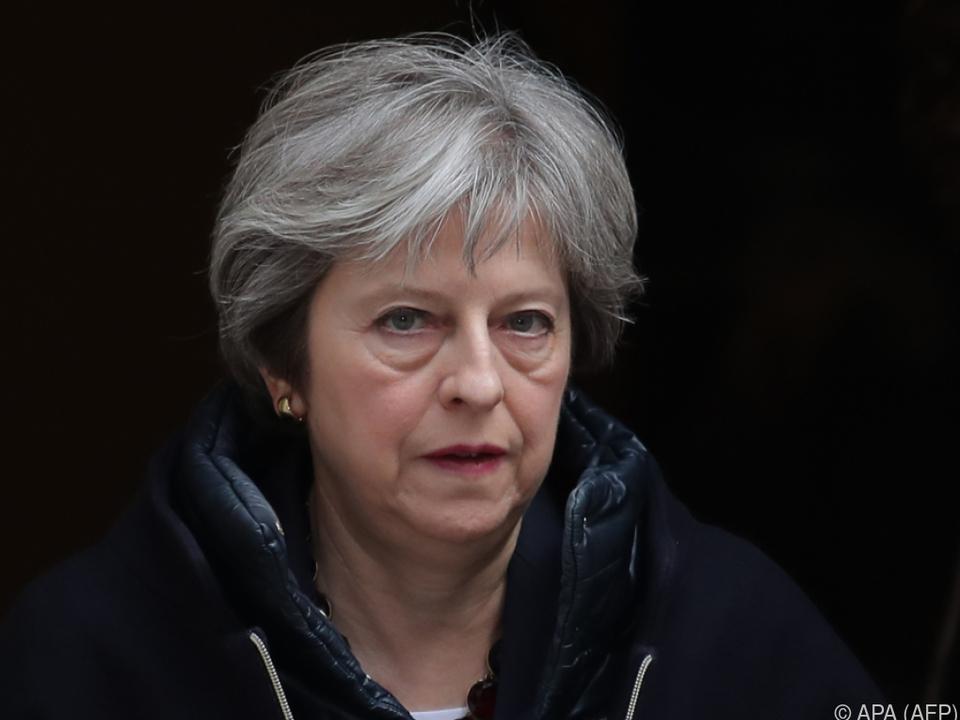 Auftritt der britischen Premierministerin vor Mitgliedern ihrer Partei