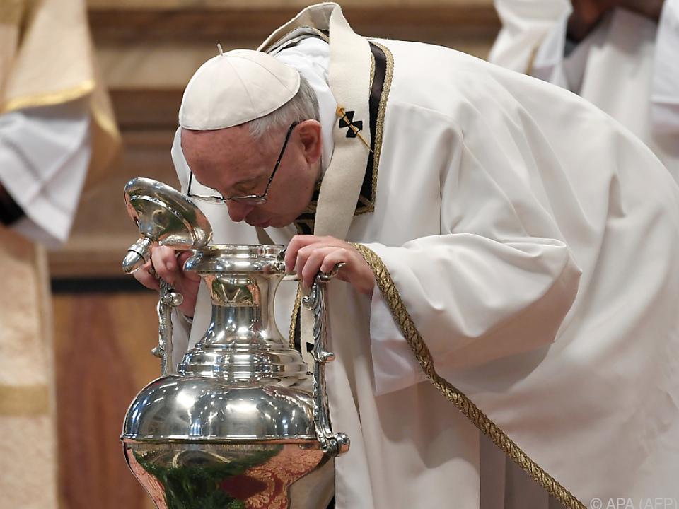 Bei der Chrisammesse werden die heiligen Öle geweiht