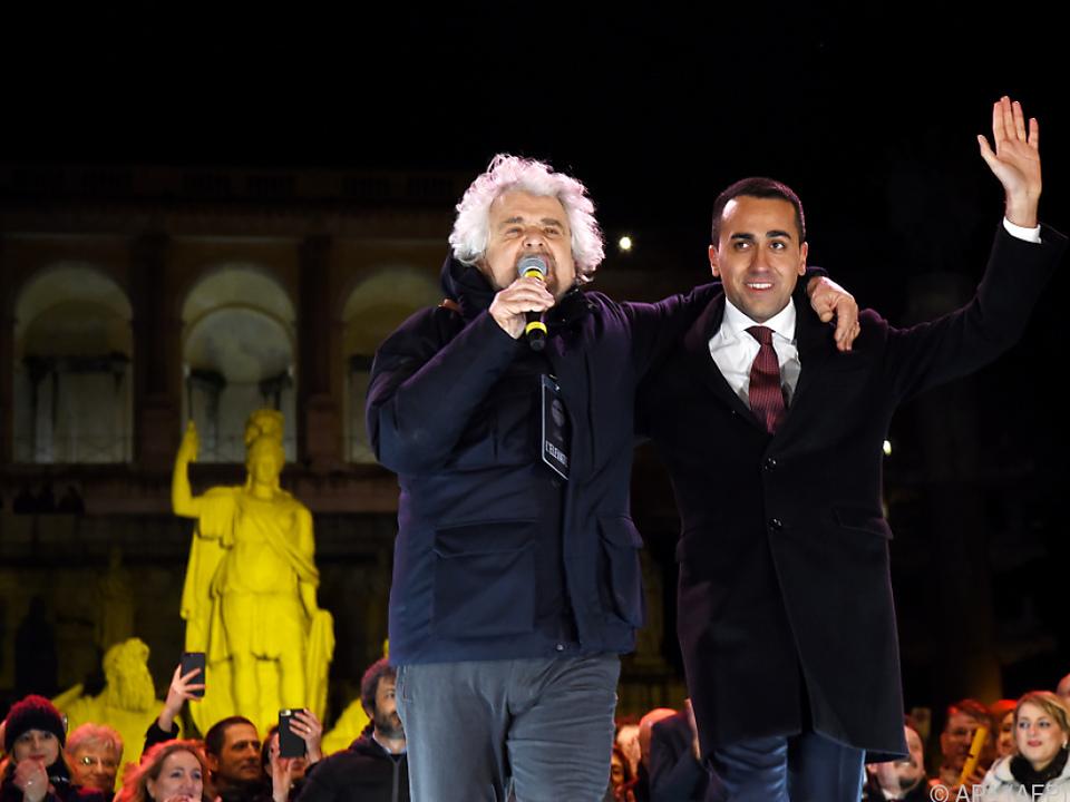 Beppe Grillo und Luigi di Maio beim Wahlkampfschluss in Rom
