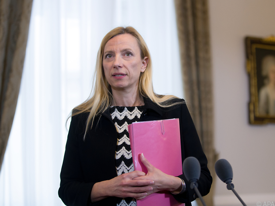 Bogner-Strauß lobt Frauenquote in Aufsichtsräten