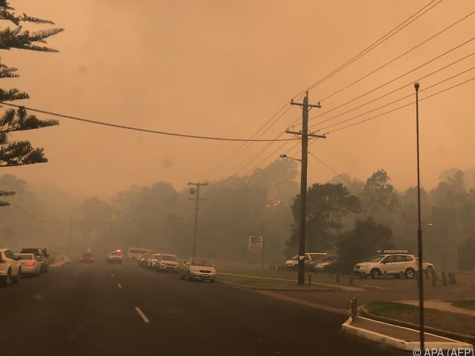 Brände im Küstenstädtchen Tathra