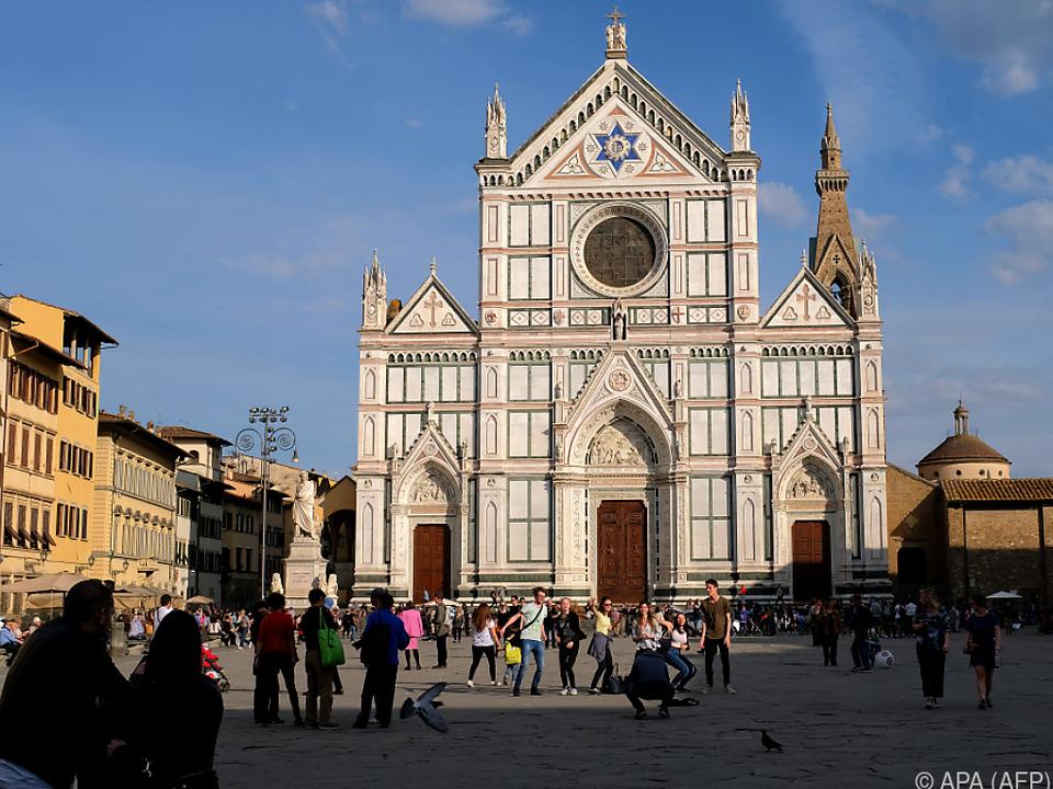 Das Grab befindet sich in der Basilika Santa Croce in Florenz