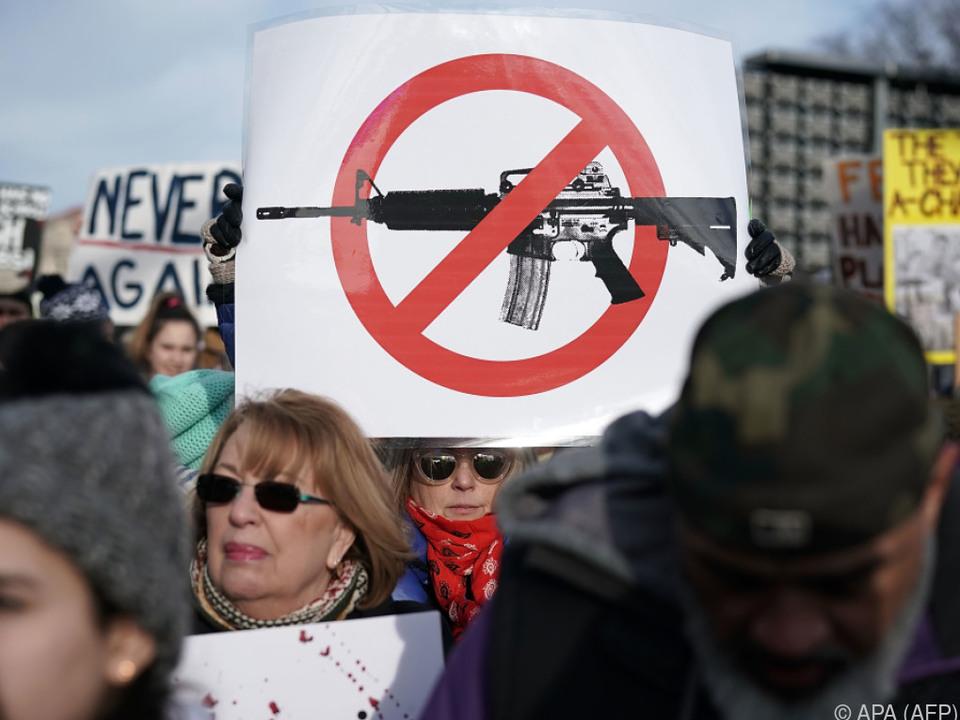Demonstranten fordern strengere Waffengesetze