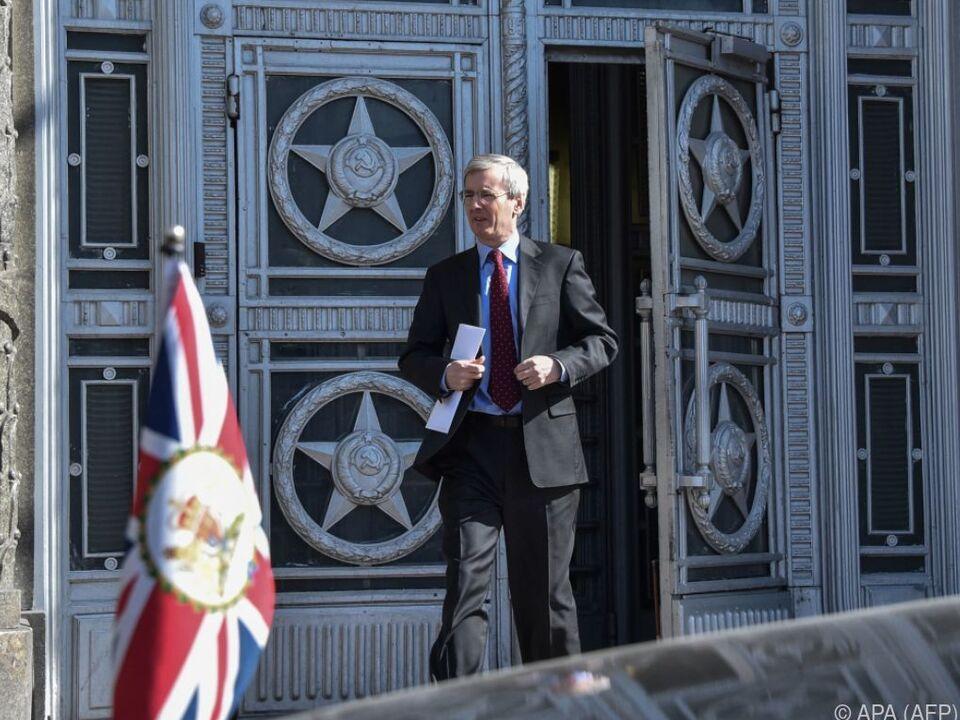 Der britische Botschafter Bristow vor dem Moskauer Außenministerium