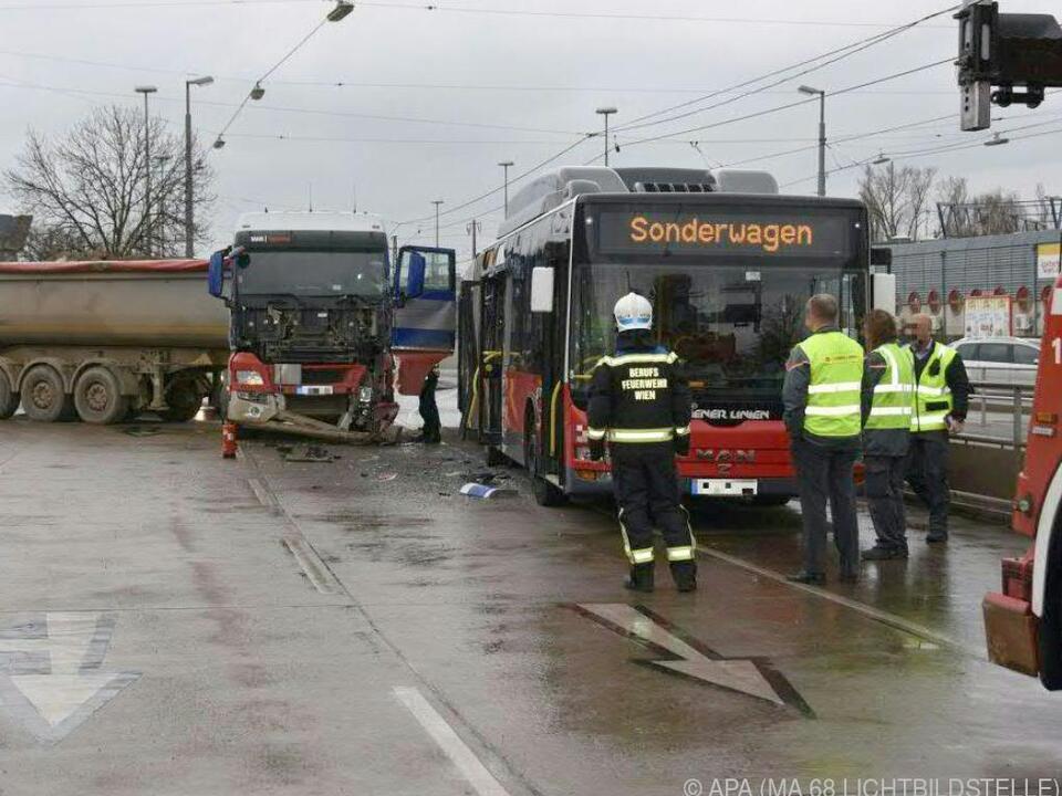Der Unfall forderte mehrere Verletzte