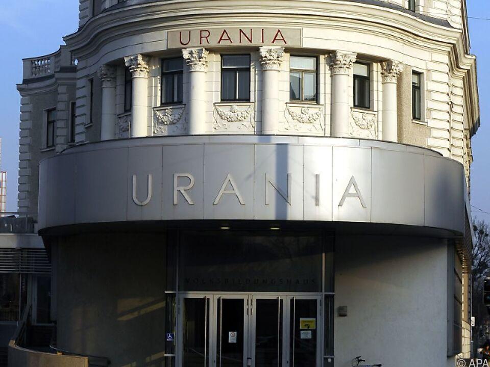 Die Eröffnung wird in der Urania gefeiert