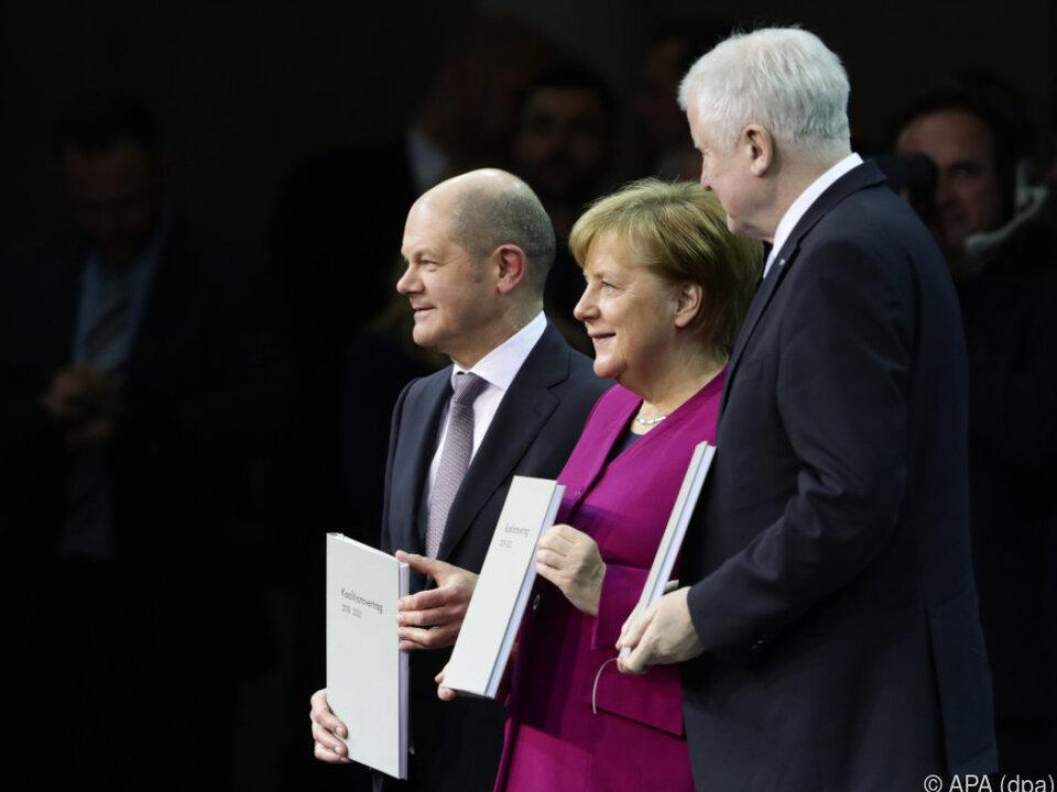Die Koalitionsparteien präsentieren den Vertrag