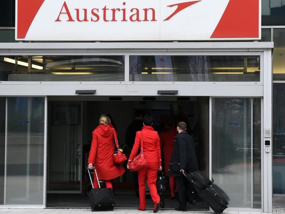 Flugbegleiter und Piloten wollen mehr Geld