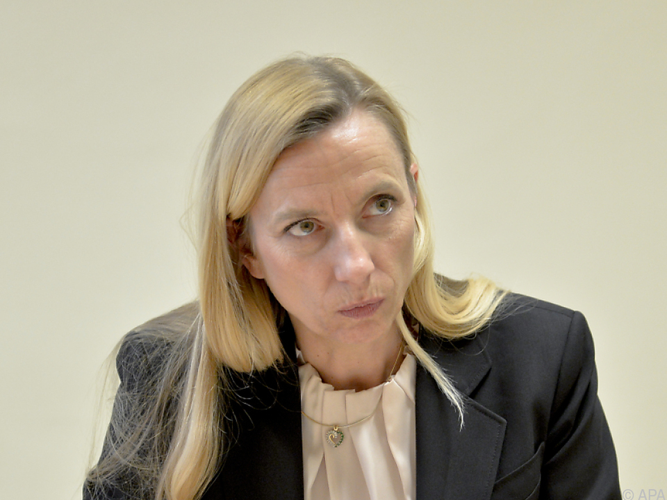 Frauenministerin verteidigt Indexierung der Familienbeihilfe